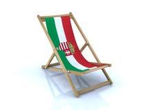 Ξύλινη καρέκλα παραλιών με την ουγγρική σημαία Στοκ φωτογραφίες με δικαίωμα ελεύθερης χρήσης