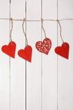 Ξύλινη καρδιά σε μια σειρά συνδεδεμένο διάνυσμα βαλεντίνων απεικόνισης s δύο καρδιών ημέρας Στοκ Εικόνες