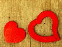 15043629 ξύλινη καρδιά στο δρύινο πίνακα Στοκ Φωτογραφίες