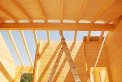 Ξύλινη κατασκευή στεγών σπιτιών Στοκ φωτογραφίες με δικαίωμα ελεύθερης χρήσης