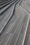 Ξύλινη καλά σχεδιασμένη περίπατος-πορεία γεφυρών Στοκ εικόνες με δικαίωμα ελεύθερης χρήσης
