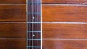 Ξύλινη κιθάρα Κινηματογράφηση σε πρώτο πλάνο του guita Στοκ φωτογραφία με δικαίωμα ελεύθερης χρήσης