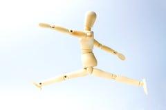 Ξύλινη κούκλα αριθμού με την πηδώντας συγκίνηση για την επιχείρηση επιτυχίας con Στοκ φωτογραφία με δικαίωμα ελεύθερης χρήσης