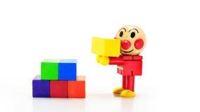 Ξύλινη κούκλα με το ορθογώνιο κιβώτιο Στοκ φωτογραφία με δικαίωμα ελεύθερης χρήσης