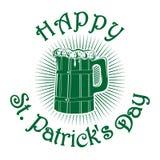 Ξύλινη κούπα με την μπύρα ευτυχή patricks ST ημέρας Στοκ Εικόνες
