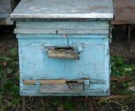 Ξύλινη κυψέλη στο μελισσουργείο Στοκ Εικόνες