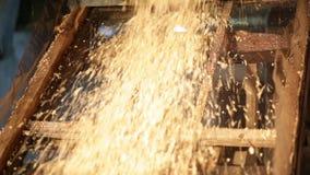 Ξύλινη μηχανή καταστροφέων εγγράφων απόθεμα βίντεο