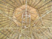 Ξύλινη δομή στεγών, ξηρά στέγη χλόης, αρχιτεκτονική της Ταϊλάνδης Στοκ φωτογραφία με δικαίωμα ελεύθερης χρήσης