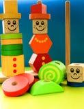 Ξύλινη πυραμίδα παιχνιδιών παιδιών ` s Στοκ εικόνες με δικαίωμα ελεύθερης χρήσης