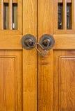 Ξύλινη πόρτα με το λουκέτο Στοκ φωτογραφίες με δικαίωμα ελεύθερης χρήσης