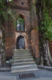 Ξύλινη πόρτα στη γοτθική εκκλησία Στοκ φωτογραφία με δικαίωμα ελεύθερης χρήσης