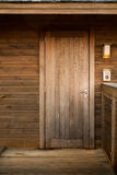 Ξύλινη πόρτα, φυσικό υλικό σπίτι Στοκ εικόνες με δικαίωμα ελεύθερης χρήσης