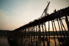 Ξύλινη χειροποίητη γέφυρα Στοκ Φωτογραφίες