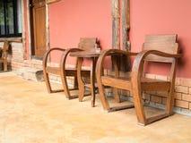 Ξύλινοι πίνακας και καρέκλα στοκ φωτογραφίες με δικαίωμα ελεύθερης χρήσης