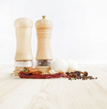 Ξύλινοι πιπέρι-μύλοι στοκ εικόνα με δικαίωμα ελεύθερης χρήσης