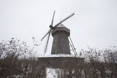 Ξύλινος ανεμόμυλος ΧΙΧ αιώνας στο χωριό Polnoe Konobeevo Στοκ εικόνες με δικαίωμα ελεύθερης χρήσης