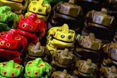 Ξύλινος βάτραχος (χειροποίητο, ασιατικό αναμνηστικό) Στοκ εικόνες με δικαίωμα ελεύθερης χρήσης