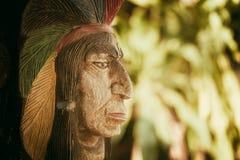 Ξύλινος επικεφαλής κόκκινου Ινδού Στοκ Φωτογραφία