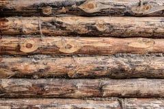 Ξύλινος εφοδιασμένος με ξύλα τοίχος Στοκ Εικόνες