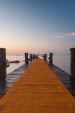 Ξύλινος λιμενοβραχίονας στην παραλία Romazziono στοκ εικόνες