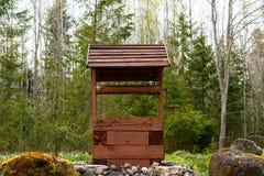 Ξύλινος καλά στα ξύλα Στοκ φωτογραφία με δικαίωμα ελεύθερης χρήσης