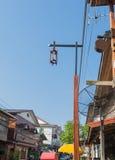 Ξύλινος κρεμώντας λαμπτήρας στυλοβατών Στοκ Φωτογραφία