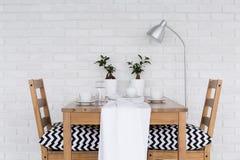 Ξύλινος να δειπνήσει πίνακας για δύο Στοκ Εικόνα