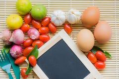 Ξύλινος οργανικός οργανικός Tamato αυγών τροφίμων WoodBackground ντοματών αυγών IngredientFood Στοκ Εικόνες