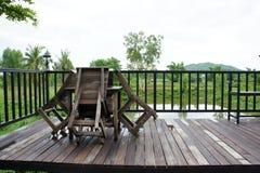 Ξύλινος πίνακας και ξύλινη καρέκλα Στοκ φωτογραφίες με δικαίωμα ελεύθερης χρήσης