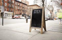 Ξύλινος πίνακας κιμωλίας ανοικτός Στοκ Εικόνα