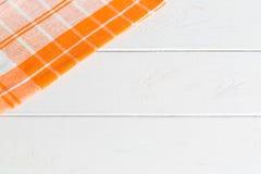Ξύλινος πίνακας με την πετσέτα Στοκ Φωτογραφίες