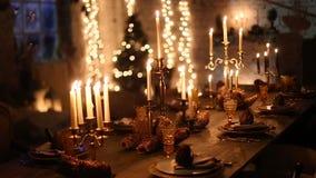 Ξύλινος πίνακας με το κάψιμο των κεριών απόθεμα βίντεο