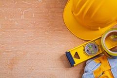 Ξύλινος πίνακας με το σύνολο εργαλείων κατασκευής Στοκ φωτογραφία με δικαίωμα ελεύθερης χρήσης