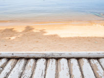 Ξύλινος πίνακας πέρα από την παραλία Στοκ φωτογραφία με δικαίωμα ελεύθερης χρήσης