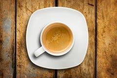 Ξύλινος πίνακας πιατακιών καφέ Espresso φλυτζανιών στοκ εικόνες