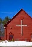 Ξύλινος σταυρός στον κόκκινου, άσπρου και μπλε πατριωτισμό χριστιανικών εκκλησιών, Στοκ εικόνα με δικαίωμα ελεύθερης χρήσης