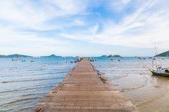 Ξύλινος στη θάλασσα σε Sattahip στοκ εικόνα