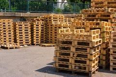 Ξύλινος σωρός Closeup Factory Company S χρήσης παλετών βιομηχανικός Στοκ εικόνες με δικαίωμα ελεύθερης χρήσης