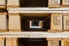 Ξύλινος σωρός Closeup Factory Company S χρήσης παλετών βιομηχανικός Στοκ Εικόνες