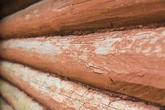 Ξύλινος τοίχος από τα κούτσουρα Στοκ Εικόνες