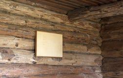 Ξύλινος τοίχος κούτσουρων του αγροτικού σπιτιού Στοκ εικόνα με δικαίωμα ελεύθερης χρήσης