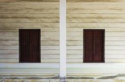 Ξύλινος τοίχος παραθύρων Στοκ Φωτογραφίες
