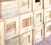 Ξύλινος τοίχος σωρών κλουβιών Στοκ Φωτογραφία