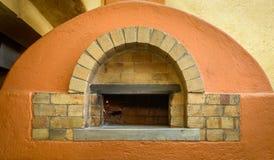 Ξύλινος φούρνος πιτσών πυρκαγιάς Στοκ Εικόνες