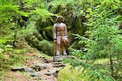 Ξύλινο άγαλμα σε ένα δασικό υπαίθριο μουσείο σε Vydrovo Στοκ Φωτογραφίες