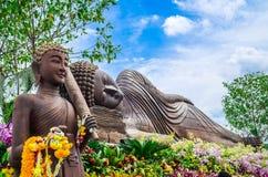 Ξύλινο άγαλμα του Βούδα υπαίθριο Στοκ Εικόνες