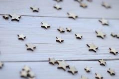 Ξύλινο άσπρο υπόβαθρο με τα αστέρια Στοκ εικόνα με δικαίωμα ελεύθερης χρήσης