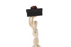 Ξύλινο αρσενικό πρότυπο με το δώρο Στοκ Εικόνες