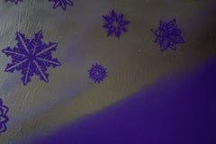Ξύλινο ασημένιο υπόβαθρο με μπλε και πορφυρός Νέο έτος, Χριστούγεννα, υπόβαθρο, σύσταση Στοκ Φωτογραφία