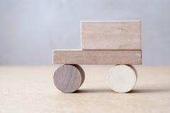 Ξύλινο αυτοκίνητο Ξύλινος σχεδιαστής παιχνίδι ξύλινο Στοκ Εικόνες